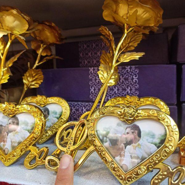 پخش عمده لوازم کادویی تک شاخه گل طلایی با قاب عکس