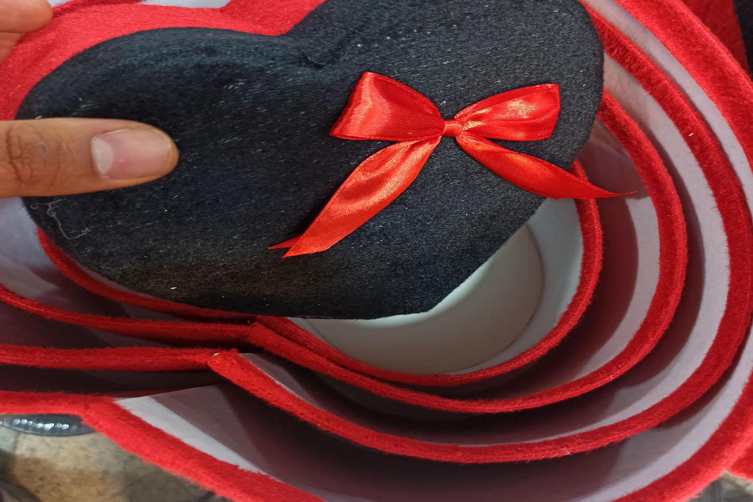 فروش عمده محصولات کادویی جذاب باکس کادو قلبی مخملی